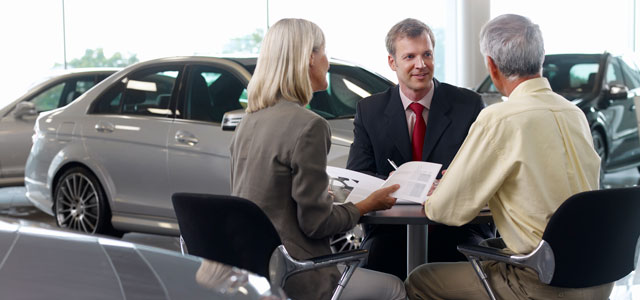 People discussing how car loans work